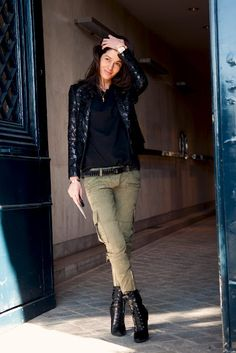 Barbara Martelo Stylist www. -Balmain Vintage Jacket -Balmain S/S 2010 RTW Pants -Balmain S/S 2010 RTW Shoes -American Apparel T-Shirt Mode Outfits, Casual Outfits, Fashion Outfits, Casual Heels, Blazer Fashion, Cargo Pants Outfit, Khaki Pants, Army Pants, Cargo Jeans