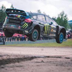 Ford Focus RS WRX 2016 Norueguês Andreas Bakkerud venceu a etpa da Suécia do @fiaworldwrx realizada neste fim de semana. Com direito a muita lama e saltos como esse!  #CarroEsporteClube #Ford #FordFocusRS #RAcingSport #automobilismo #sweden @AndreasBakkerud #HöljesRX. #acelerados #auto #brasil #cargramm #carporn #carro #carros #cars #carsofinstagram #driver #horsepower #instacarros #instacars #instalike #quatrorodas #racer #speed #voiture