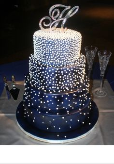 This is a nice sparkly cake that could go with the other dresses that sparkle as well.