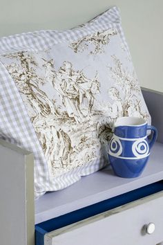 Annie Sloan Fabric Collection: Normandie Toile for the pillow. And Chalk Paint® decorative paint by Annie Sloan for the table,