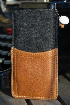 "The New iPhone 5 Felt / Bio Leather Sleeve / Case - ""Pickaback"""
