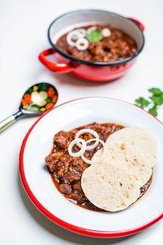 Jaknanejlepší guláš nasvětě? Máme recept! - Proženy Goulash, Hummus, Curry, Treats, Ethnic Recipes, Red Peppers, Cooking, Sweet Like Candy, Curries