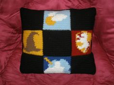 When it comes to Harry Potter crafts, it seems like knitters get to have all the fun. The Harry Potter movies use many knitted costumes, from hats and scarves to sweaters and socks, which fans have been replicating for years. Baby Harry Potter, Harry Potter Film, Harry Potter Pillow, Harry Potter Sweater, Harry Potter Crochet, Geek Crafts, Yarn Crafts, Diy Crochet, Crochet Ideas