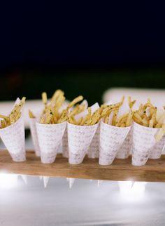 Seasoned french fry cones: http://www.stylemepretty.com/2016/02/26/elegant-seaside-wedding-with-a-pop-of-orange/ | Photography: Joel Serrato - http://joelserrato.com/