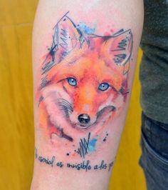 Photo : Tatouage effet aquarelle sur le bras: un renard aux belles couleurs orangées