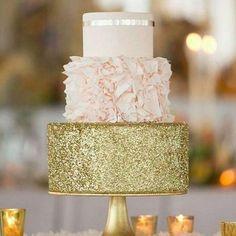 A perfeição em forma de bolo O dourado fica um luxo não é mesmo? By @cakelovecookie #festainfantil #cakedesign #instacake #bololindo #boloperfeito #festaprincesa #princess #blogdefesta #maedemenina #festademenina #kidsparty #fiestasinfantiles #cumpleanos by entrenafesta