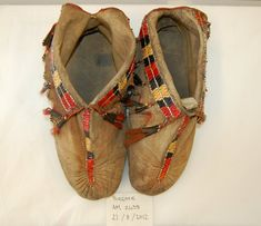Moccasins (pair of) made of leather (!!), skin, quills (porcupine), hair, copper.