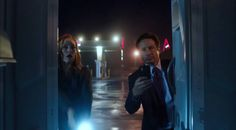 notapenlight:  Fox Mulder annoying people with his smartphone   -Mulder and Scully Meet the Were-Monster