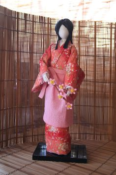 SHIMOTSUKE WASHI NINGYO : One more doll that I have completed today. This one shows traditional hairdo and costume of a servant girl in Hideyoshi Toyotomi`s era, according to my sensei.  I like her, she is better than the first one and more interesting to make. | nipponyatki