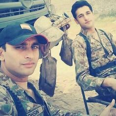 Pak Army Soldiers, Pakistan Independence, Pakistan Armed Forces, Pakistan Army, Army Uniform, Handsome, Military, Hero, Swag