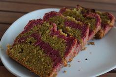 Cake marbré framboises-pistaches. Recette à découvrir sur http://bulle-de-patisserie.fr/cake-marbre-framboises-pistaches