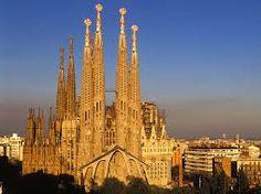 Ho scelto la Sagrada Familia perchè mi ricorda il viaggio a Barcellona che ho fatto a dicembre. E' una vacanza che mi è rimasta impressa per i luoghi visitati, il cibo e il calore degli spagnoli