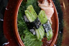This is a dead link.. just a pretty picture of cucumber sushi. Pretty presentation.