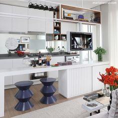 Cozinha integrada l Destaque para o design e execução da marcenaria. Projeto @fernandamarquesarquiteta e  @mariana_orsi #kitchen #cocina #gourmet #food #interiordesign #cozinha #photooftheday #cool #arquiteta #decoration #design #wood #marcenaria #decoracion #homestyle #luxurydesign #sp #arquitetura #architecture #photo #blogfabiarquiteta #fabiarquiteta  http://www.fabiarquiteta.com/