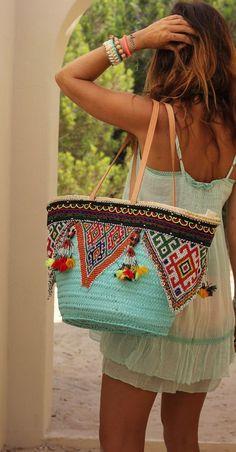 ╰☆╮Boho chic bohemian boho style hippy hippie chic bohème vibe gypsy fashion indie folk the . Boho Gypsy, Hippie Boho, My Bags, Purses And Bags, Hippie Style, My Style, Bohemian Style, Bohemian Summer, Estilo Hippie