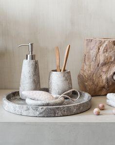 von hand gefertigt und massiv prsentieren sich die edlen badezimmeraccessoires aus der serie conor auergewhnlich - Das Zeitlose Charisma Vom Modernen Apartment Design
