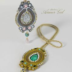 A brillar de la forma mas sencilla, con nuestros colgantes, le darán  un toque muy chic a tu día a día !!  . #love #accesories #blogger #handmadeaccesories #fashionaccesories #jewelry #handmadejewelry  #fashionjewelry #handmadejewelry  #ventas #Pty #artist  #gallery  #outfit #girly #glam #colombia #España #Panama #españafashion #modaespañola