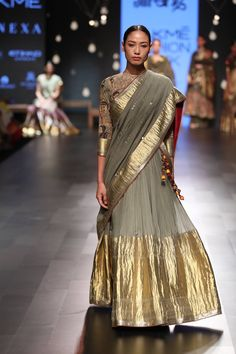 Dress Indian Style, Indian Dresses, Indian Outfits, Saree Blouse Neck Designs, Kurta Designs, Indian Designer Outfits, Designer Dresses, Kalamkari Dresses, Trendy Sarees