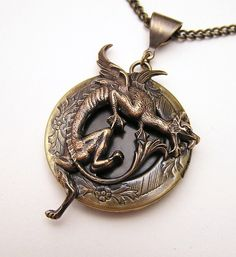 MÉDAILLON du DRAGON collier pendentif par chinookhugs sur Etsy