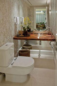 Bancada de madeira rústica solta da parede do fundo dando leveza ao ambiente / Dekozilla European Home Decor, Sweet Home, Bathroom Decor, Home Decor Trends, Beautiful Bathrooms, Trending Decor, Bathroom Interior Design, Bathroom Design, Home Deco