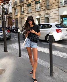 The Fashion Magpie French Girl Chic Leia Sfez 4 Parisian Style Fashion, Look Fashion, Girl Fashion, Fashion Outfits, French Chic Fashion, French Street Fashion, French Street Styles, Parisian Street Style, Casual Outfits