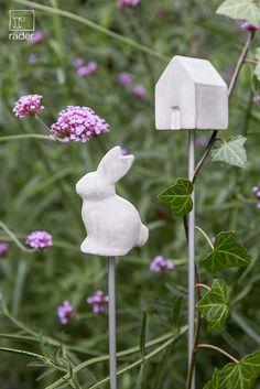 Rankstab mit Betonelement von räder. Höhe ca. 74 cm.  http://www.raeder-onlineshop.de/Jahreszeiten/Gartenfreunde/Pflanzenstecker-Gartenpflege/