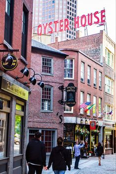 Panning a trip to Boston? Here is a list of the top 17 things to do in Boston MA, with or even without kids. Don't miss number