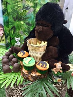 The cupcakes at this jungle themed birthday party are so much fun! See more party ideas and share yours at  CatchMyParty.com #catchmyparty #partyideas #jungleparty #animalparty  #boybirthdayparty #junglecupcakes