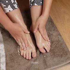 Skin Care Discover Feet Whitening Pedicure How to do Feet Whitening Pedicure at Home Foot Pedicure, Pedicure At Home, Diy Pedicure, Pedicure Designs, Nail Designs, Homemade Pedicure, How To Do Pedicure, Beauty Tips For Glowing Skin, Beauty Skin
