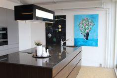 Lækkert køkken med ArtbyLis.dk malerier :) Paintings in kitchen
