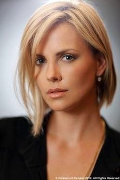 Charlize Theron is a pretty woman.