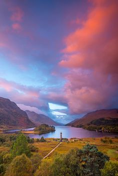 Loch Shiel, Glenfinnan. Glenfinnan Monument to the 1745 landing of Bonnie Prince…