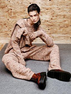 Шерстяные кардиган, пуловер и брюки, все Stella McCartney; ботинки из шкуры пони, Céline