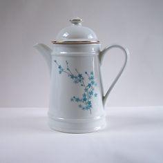 Cafetière porcelaine blanche motif myosotis Porcelaine Tradition CNP France vintage Made in France de la boutique MyFrenchIdeedAntique sur…