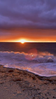 Beautiful Beach Pictures, Beautiful Photos Of Nature, Sunset Pictures, Aesthetic Photography Nature, Nature Aesthetic, Nature Photography, Ocean Sunset, Ocean Waves, Summer Sunset