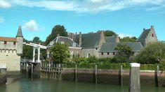 Small old town in the southwest of the Netherlands. Zierikzee has many monuments and a nice town centre. Old Town, Mansions, Hd Video, House Styles, Tube, Films, Mansion Houses, Old City, Manor Houses