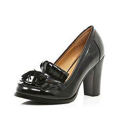 Black tassel loafer court shoes €30.00
