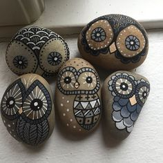 More #owls.. I know, I'm sorry I can't help it. #iloveowls #paintedstones #paintedrocks #paintedowls