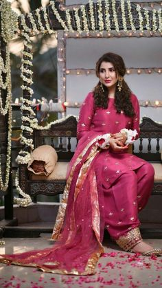 Areeba Habib wearing gorgeous embroidered dress from wedding collection Shadi Dresses, Pakistani Formal Dresses, Pakistani Dress Design, Indian Dresses, Indian Outfits, Stylish Dress Designs, Stylish Dresses, Simple Dresses, Fashion Dresses