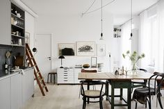 This is a beautiful space. Photo by Kristofer Johnsson – LINKDECO – toptrendpin. Modern Scandinavian Interior, Scandinavian Kitchen, Painting Kitchen Cabinets, Beautiful Interiors, Cozy House, Home Kitchens, Kitchen Remodel, Kitchen Decor, Furniture
