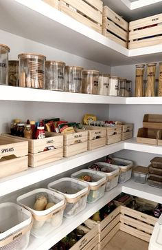 Küche Kitchen Pantry Organization Ideas Tips For Choosing The R Kitchen Pantry Design, Kitchen Island Decor, Diy Kitchen, Kitchen Ideas, Kitchen Pantries, Kitchen Islands, Kitchen Baskets, Kitchen Pantry Cabinets, Eclectic Kitchen