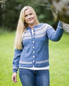 no : jakke med rund sal av Gerd Auestad. Diy Crafts Knitting, Winter Sports, Mantel, Knitwear, Knit Crochet, Pullover, Sweaters, Tops, Dresses