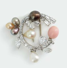 Chanteclair, a natural pearl with diamond brooch. Sold EUR 11.000,00. Photo Cambi Casa d'Aste