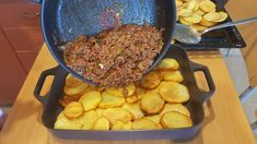 Baked Potato and Minced Meat - Kitchen Cookbook Baked Potato Slices, Sliced Potatoes, Roasted Potatoes, Meat Recipes, Cooking Recipes, Turkish Recipes, Ethnic Recipes, Musaka, Mince Meat