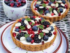 Tartaletky s domácím vanilkovým pudinkem a ovocem Tart Recipes, Cheesecake Recipes, Sweet Recipes, Something Sweet, Cheesecakes, Baked Goods, Cake Decorating, Bakery, Food And Drink