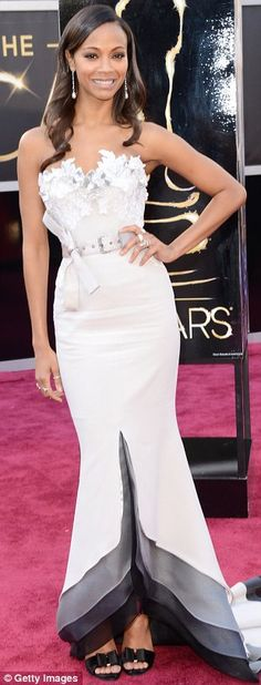 Zoe Saldana Oscars 2013 Red Carpet in an Alexis Mabille Couture dress, Neil Lane jewelry, Roger Vivier shoes, and a Salvatore Ferragamo clutch. Zoe Saldana, Oscar Gowns, Oscar Dresses, Alexis Mabille, Jessica Chastain, Anne Hathaway, Jennifer Lawrence, Oscar 2013, Belle Silhouette