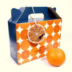 たんかん Como se utiliza el patrón de naranjas, para resaltar el aroma al que se hace referencia.