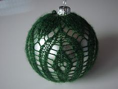 I think I might knit a few of these for next years Christmas tree!!