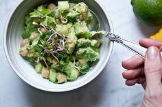 Avokádový salát s cizrnou Kitchenette, Guacamole, Sprouts, Vegetables, Ethnic Recipes, Food, Vegetable Recipes, Eten, Kitchenettes