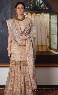 Kareena Kapoor Khan in Tarun Tahiliani outfit for Diwali. Pakistani Wedding Outfits, Bridal Outfits, Pakistani Dresses, Indian Dresses, Indian Outfits, Gharara Designs, Lehenga Designs, Look Short, Look 2018